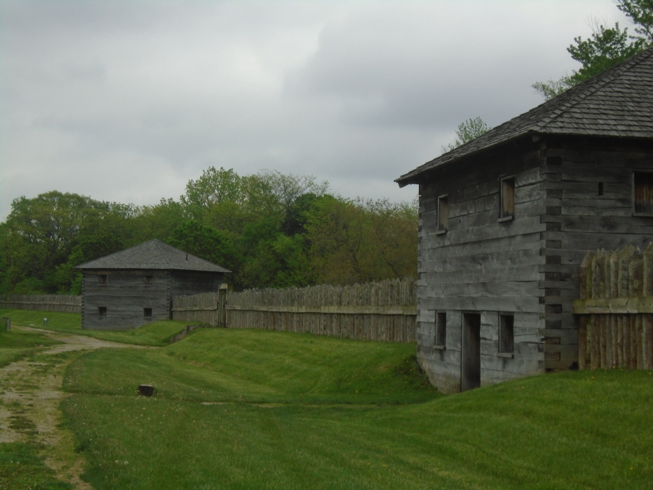 Fort Meig houses